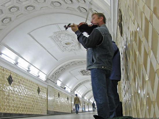 Музыкантам запретили выступать в метро даже бесплатно
