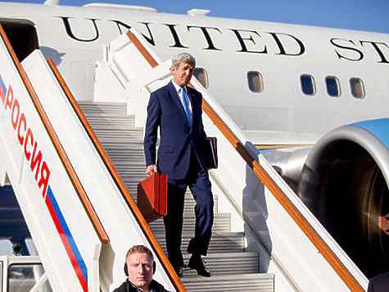 В МИД РФ раскрыли тайну секретного чемоданчика Джона Керри