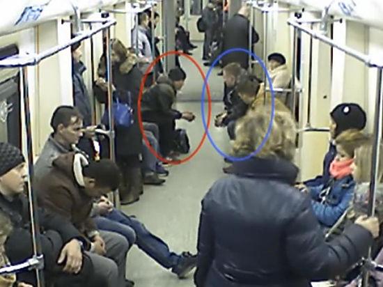 Групповуха в вагоне метро
