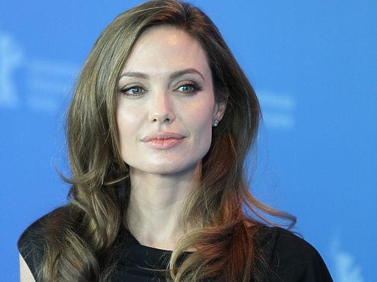 Анджелина Джоли доставлена вбольницу вкритическом состоянии
