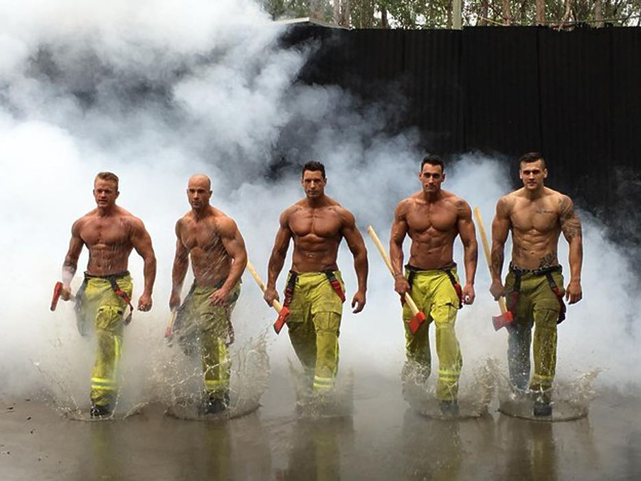 В Австралии поступил в продажу новый выпуск ежегодного благотворительного календаря с самыми привлекательными огнеборцами страны.