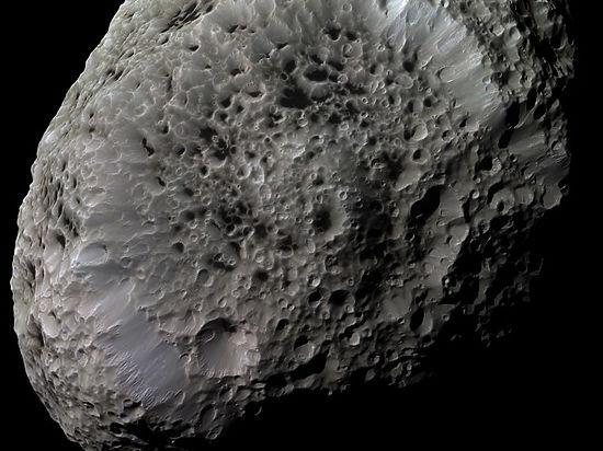 Земля разминулась с двумя гигантскими астероидами