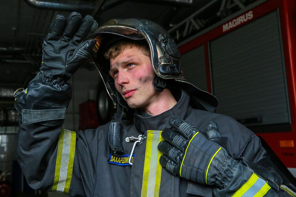 Самые красивые пожарные Москвы: необычный рейтинг в честь праздника