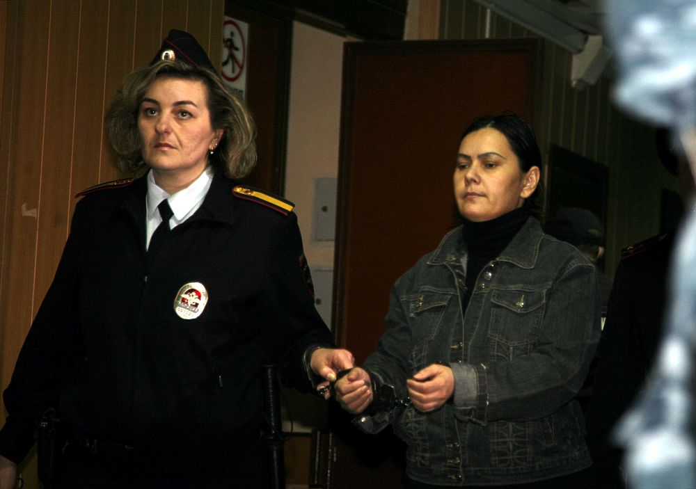 Пресненский суд Москвы постановил продлить еще на месяц срок ареста Гюльчехре Бобокуловой, обвиняемой в убийстве четырехлетней девочки.