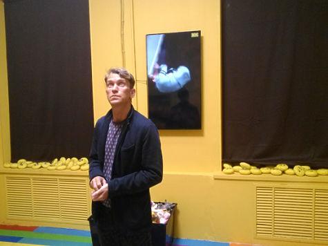 Секс с блондинкой в музее