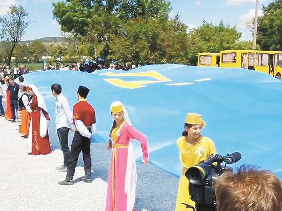 ВКиеве проходит митинг, посвященный годовщине депортации крымских татар