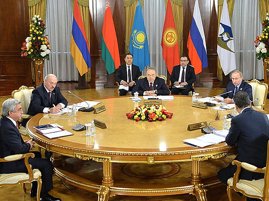 Лукашенко огорчил Путина мрачной речью на саммите ЕАЭС