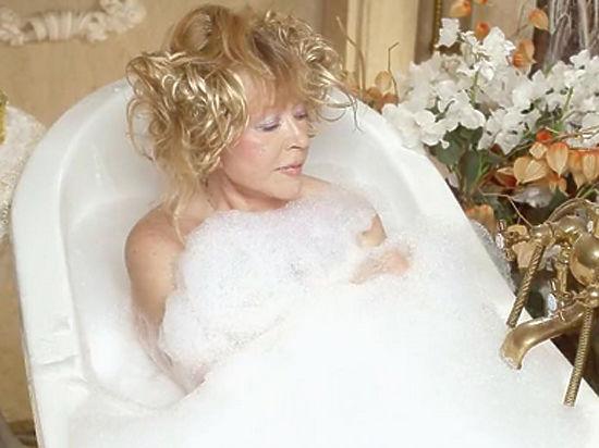 Пугачева снялась голой в ванной ради Галкина
