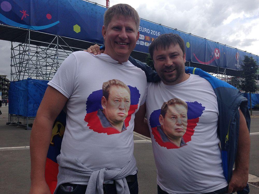 Российские болельщики вышли с матча Россия - Словакия, расстроенные, но не павшие духом.