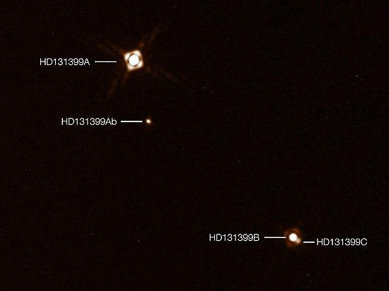 Астрономы впервые открыли планету, которой светят три солнца