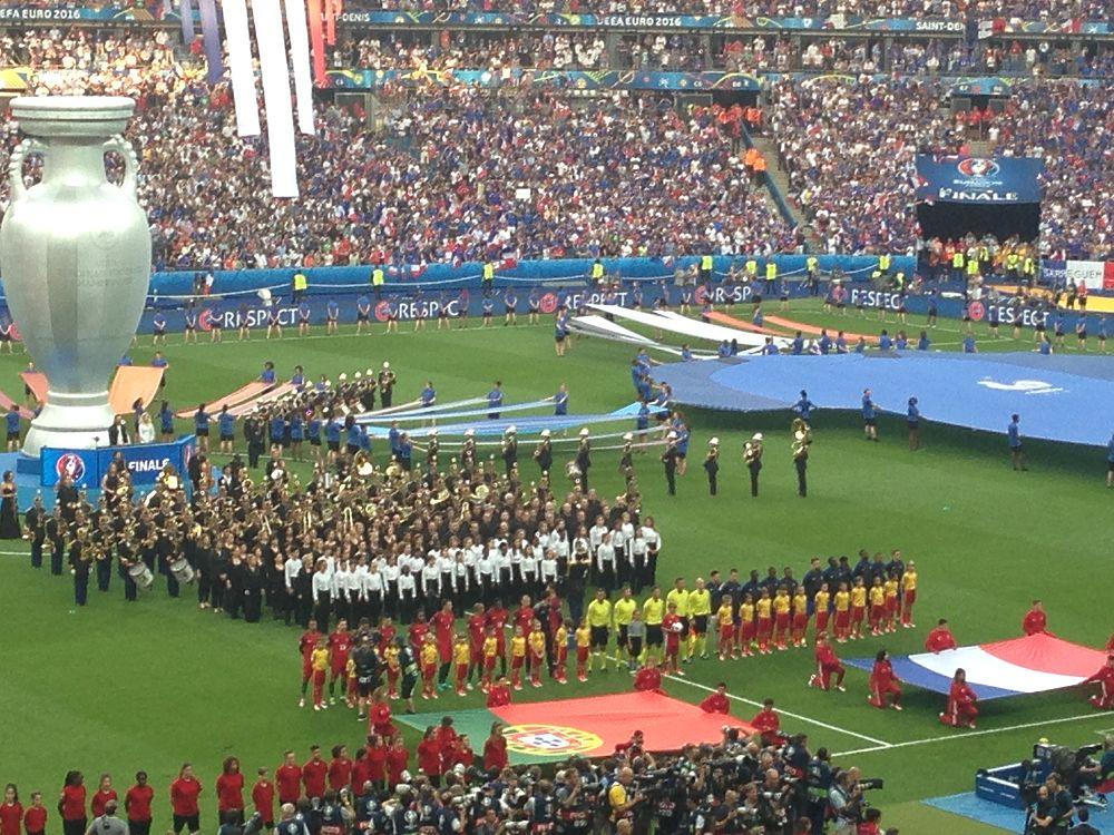 В парижском пригороде Сен-Дени прошел заключительный матч Евро-2016, за победу в котором боролись Португалия и Франция.