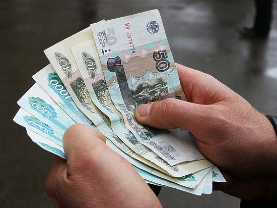 Чиновники задумались о взятии под контроль крупных расходов россиян