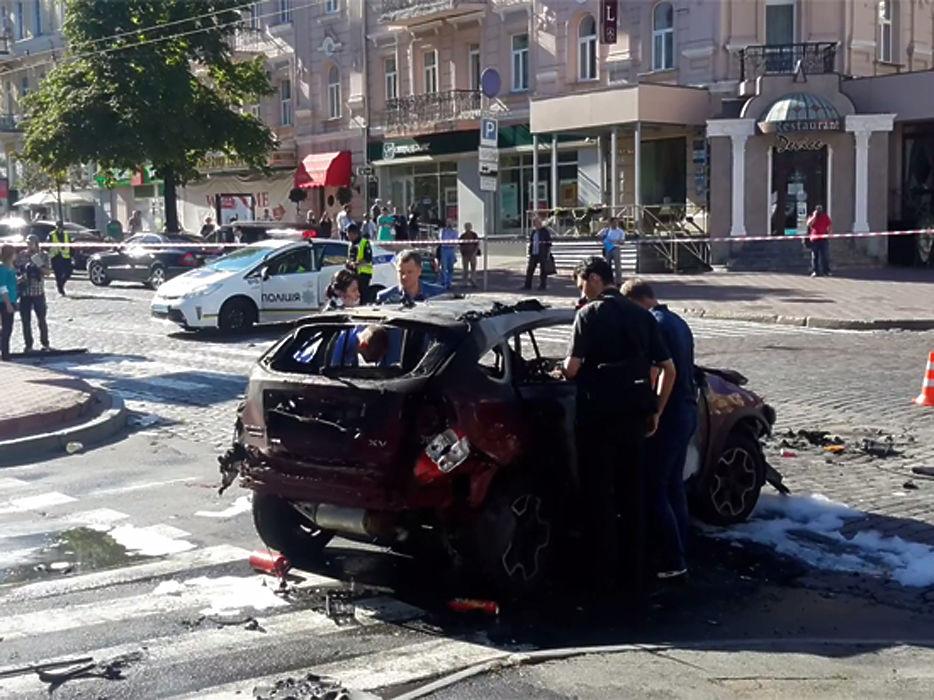 При взрыве автомобиля погиб российский журналист Павел Шеремет. Это случилось в Киеве 20-го июля. Шеремет был корреспондентом «Первого канала», а последние пять лет работал на Украине.