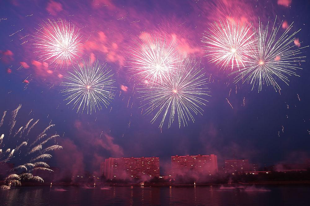 Более полумиллиона человек посмотрели фестиваль фейерверков в Москве