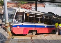 В ДТП с трамваем, возможно, виноваты рабочие, ремонтировавшие эстакаду