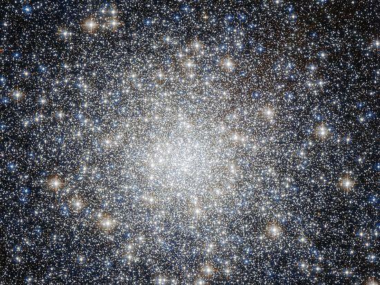 Астрономы увидели, как звезды-карлики устроили «перестрелку»