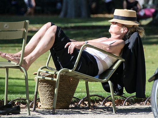 Научно доказано, что летом люди хуже высыпаются