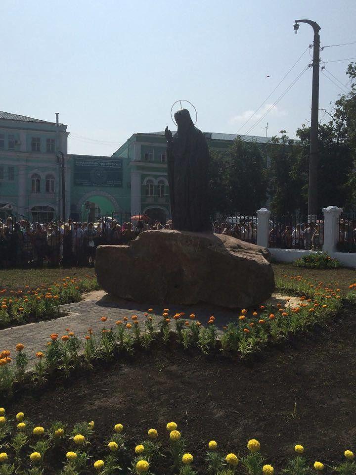 памятник серафиму саровскому в орле фото создать