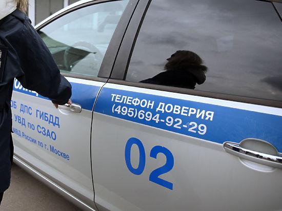Полицейского уличили в раздвоении личности: катался на двух машинах сразу