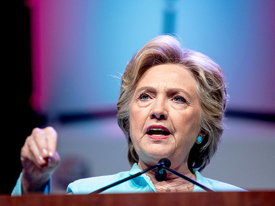 В соцсетях насторожились из-за физической немощности Хиллари Клинтон