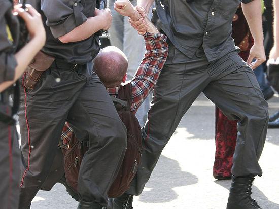 Бойцы Нацгвардии переписали исфотографировали участников фестиваля PUSTOTA