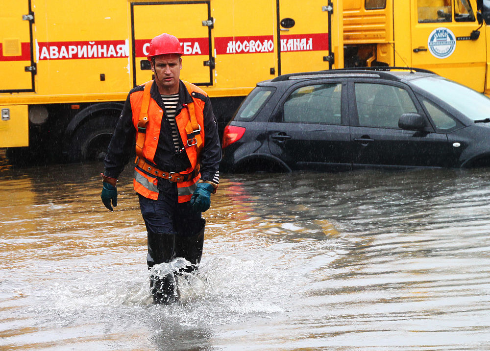 Непогода в столице принесла много неудобств жителям