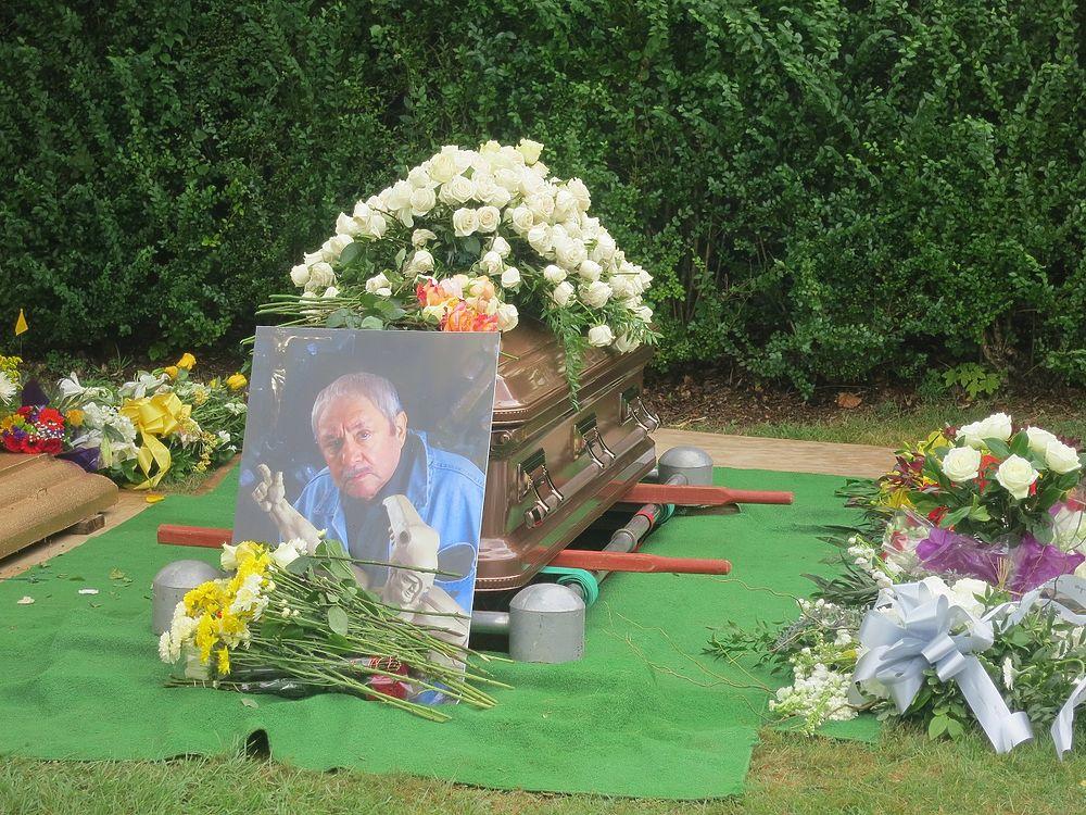 Тело знаменитого скульптора захоронили на острове Шелтер-Айленд.