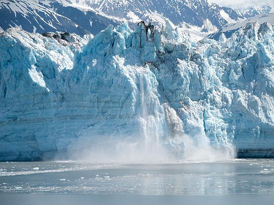 Антарктида плавится: ученые рассказали о появлении тысяч озер талой воды
