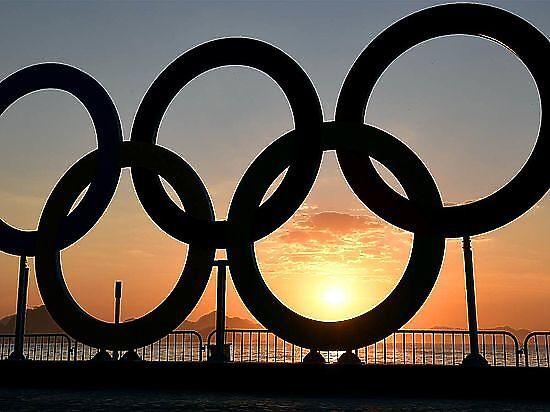 Торжественный салют вчесть закрытия Олимпийских игр вРио-де-Жанейро