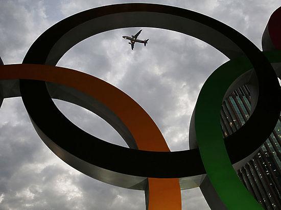 Русских олимпийцев-чемпионов торжественно встретили вШереметьево