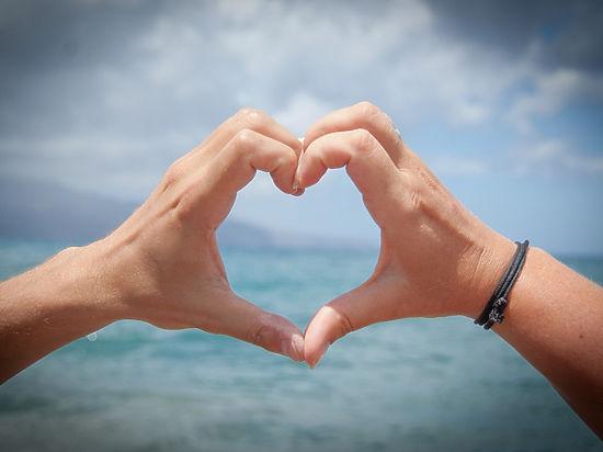Психологи развенчали миф о любви с первого взгляда