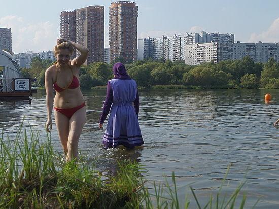 фото одна женщина бальзаковского возраста на пляже