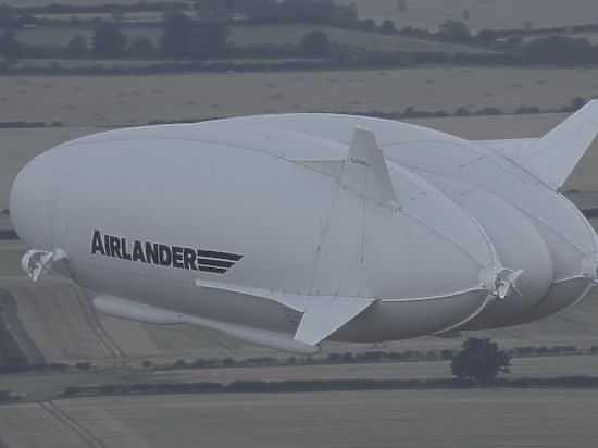 Самое большое в мире воздушное судно разбилось в Великобритании