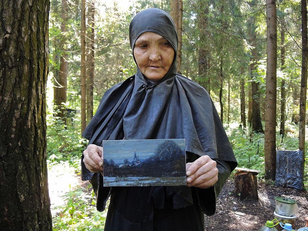 Больше 10 лет в лесу Подмосковья в уединении живет отшельница.