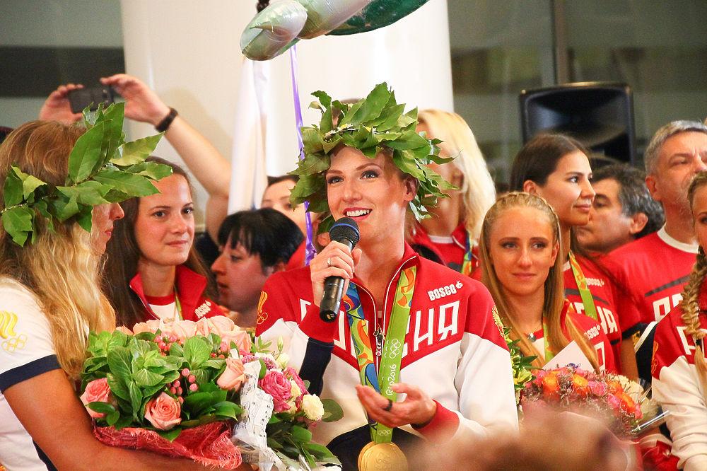 Накануне вечером олимпийская сборная вернулась в Москву.
