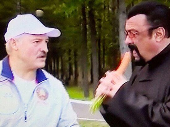 Стивен Сигал посетил Беларусь ипопробовал морковку, сало иарбузы