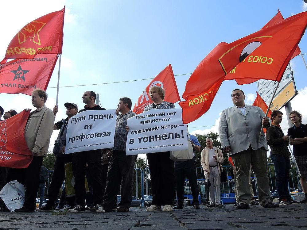 Работники московского метрополитена вышли на митинг