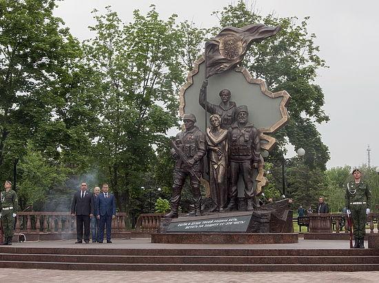 ВЛуганске неизвестные взорвали монумент боевикам «ЛНР»