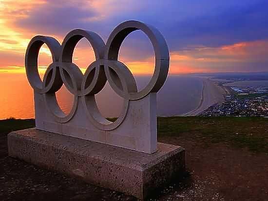 Международный паралимпийский комитет лишил аккредитации белоруса за пронос флага России