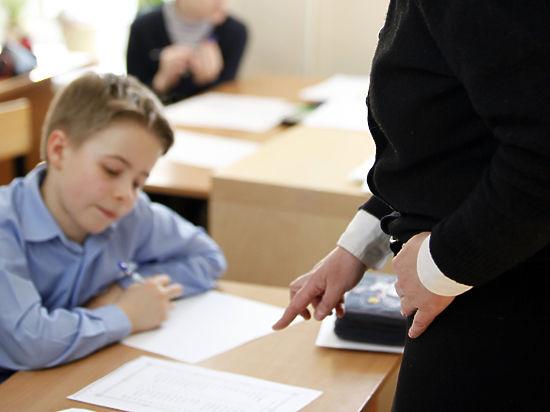 Учителя жалуются на порядок исчисления их зарплат
