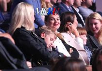 Адина Кабаева в компании детей посетила спортивное шоу в Москве