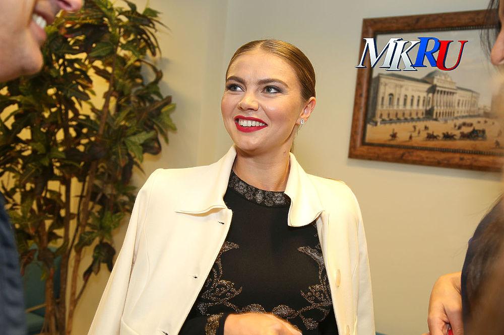 """В спортивном комплексе """"Мегаспорт"""" прошел гала-концерт """"Легенды спорта"""". Одним из почетных гостей стала Алина Кабаева."""