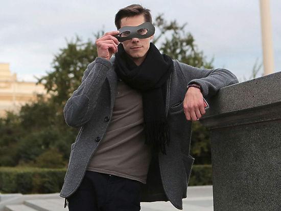 Мистер Икс в маске устроил массовое признание в любви москвичкам