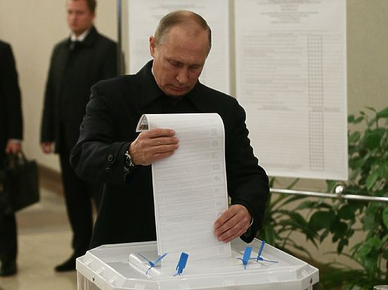 Путин и Медведев проголосовали на выборах в разном настроении