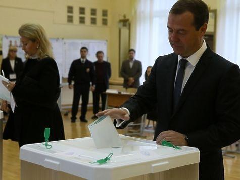 Путин и Медведев проголосовали на выборах в разном настроении  Путин и Медведев проголосовали на выборах в разном настроении