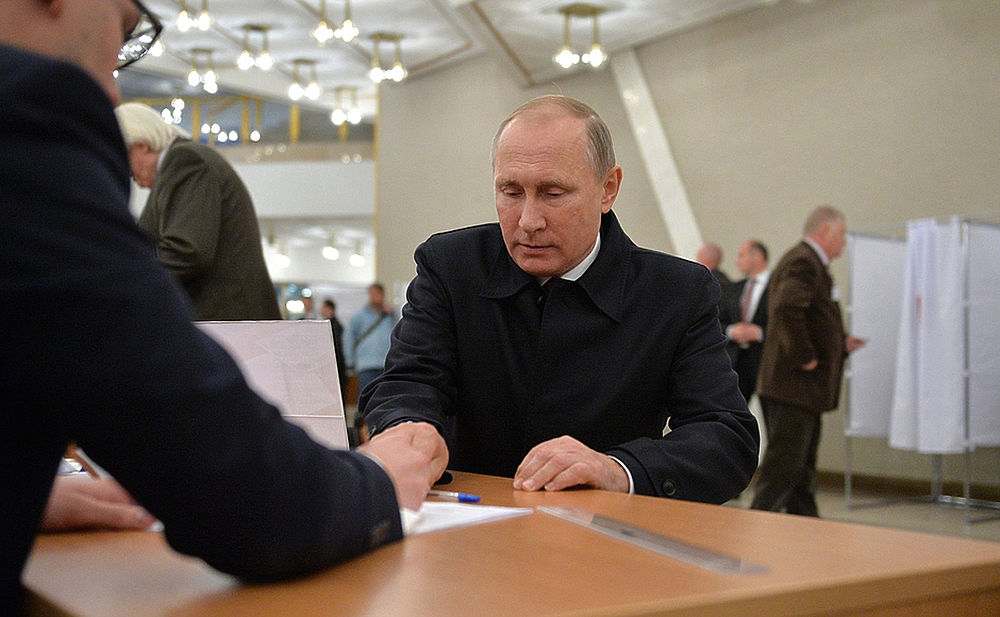 Путин и Медведев проголосовали на выборах в разном настроении  Путин и Медведев проголосовали на выборах в разном настроении  Путин и Медведев проголосовали на выборах в разном настроении