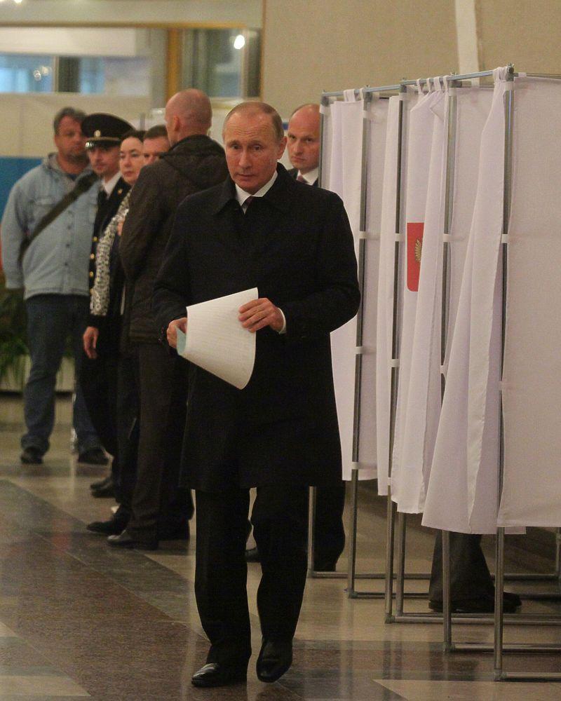 Владимир Путин проголосовал на думских выборах в первой половине дня 18 сентября на участке в РАН.