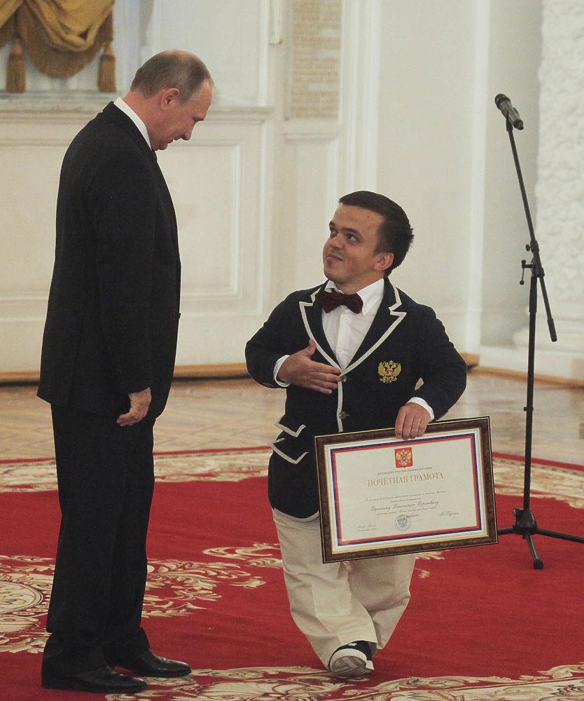 Владимир Путин в Кремле наградил российских паралимпийцев президентскими грамотами