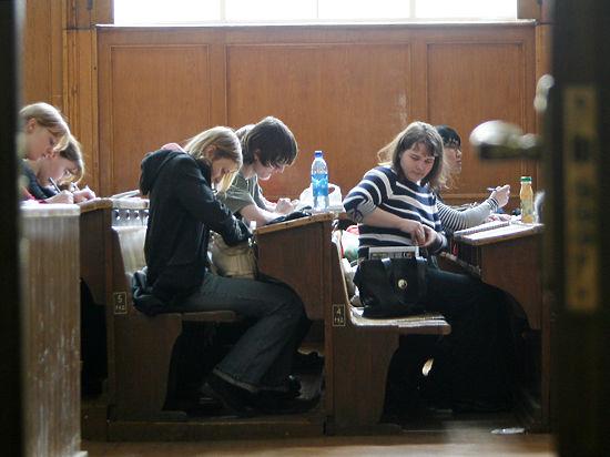 ВРГГУ заявления обувольнении одновременно написали неменее 20 педагогов