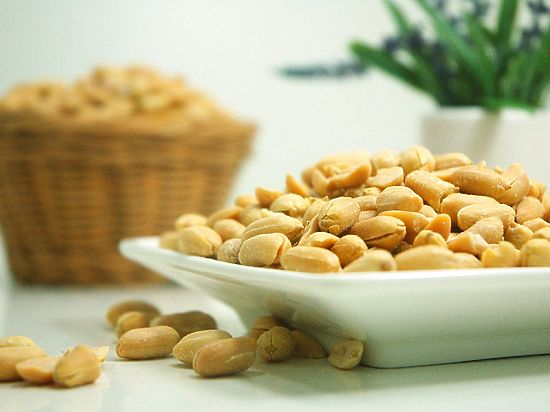 Мед. сотрудники: кормление детей арахисом помогает избежать аллергии нанего